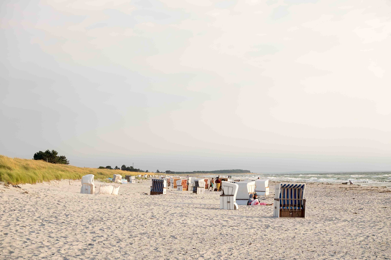 Strandkörbe am Sandstrand von Vitte