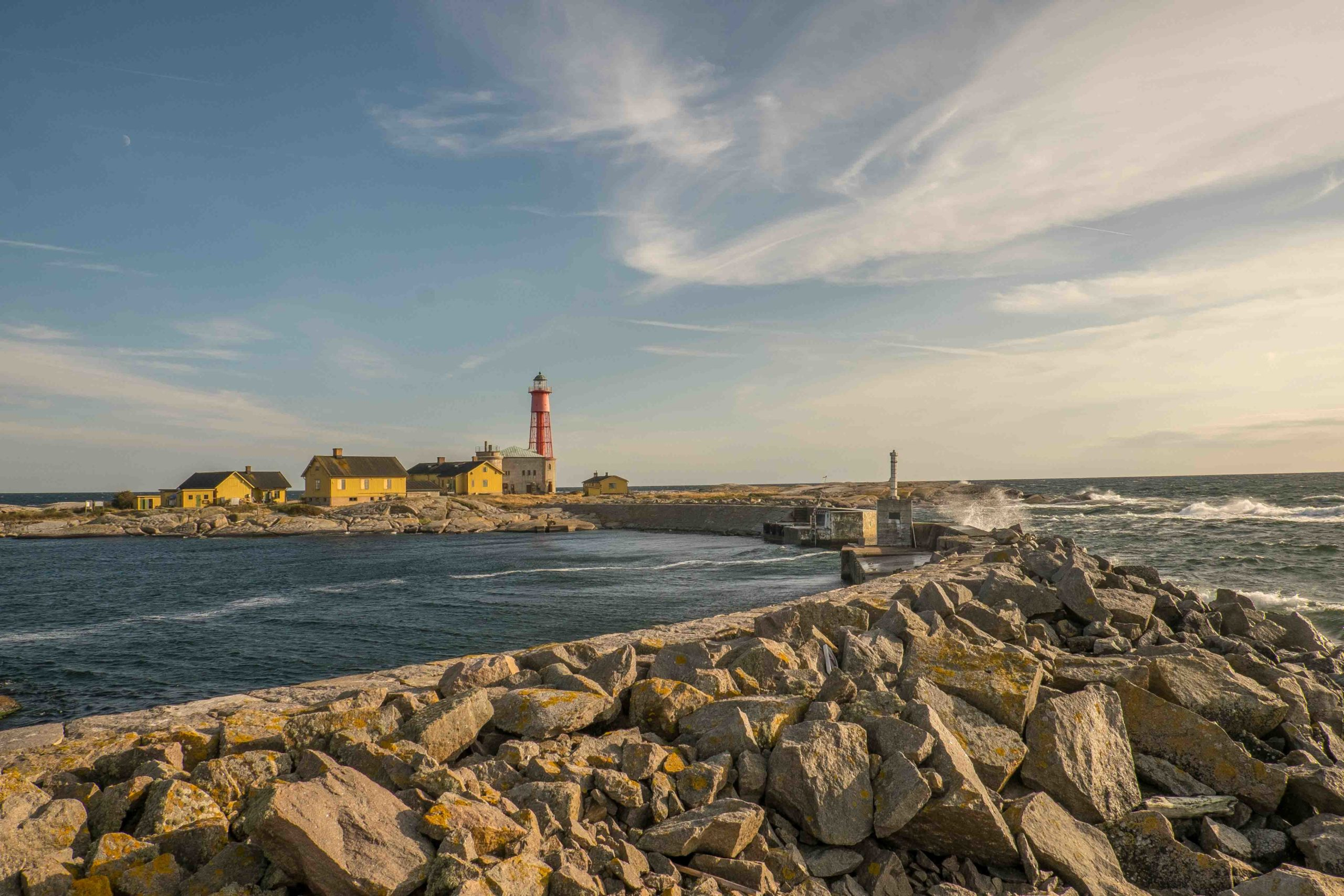 Utklippan: Wellenbrecher an der Hafeneinfahrt