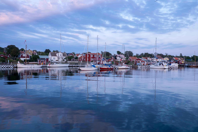 Hanö: rote und weiße Boote, rotweiße Häuser, rote und weiße Häuser