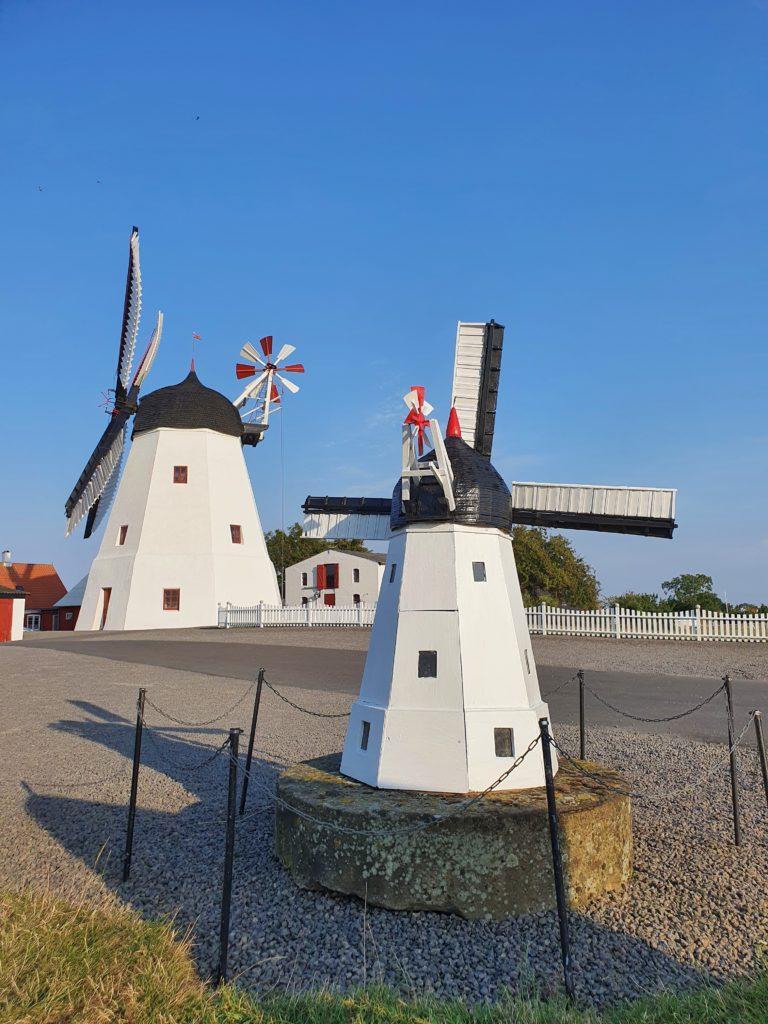 Årsdale: typische Windmühlen