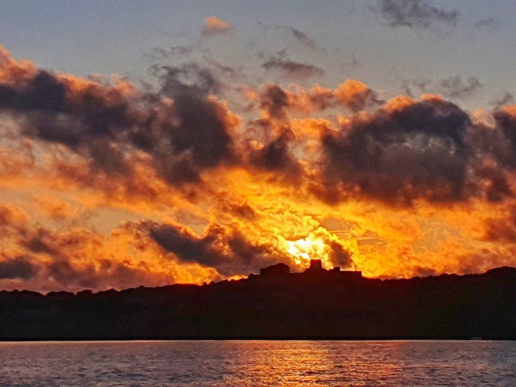 Hammerhus Slottsruin in der aufgehenden Sonne